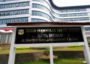 TRIADI WIBOWO/SUMUT POS--Gedung DPRD Medan di jalan kapten Maulana Lubis Medan, Kamis (4/9)